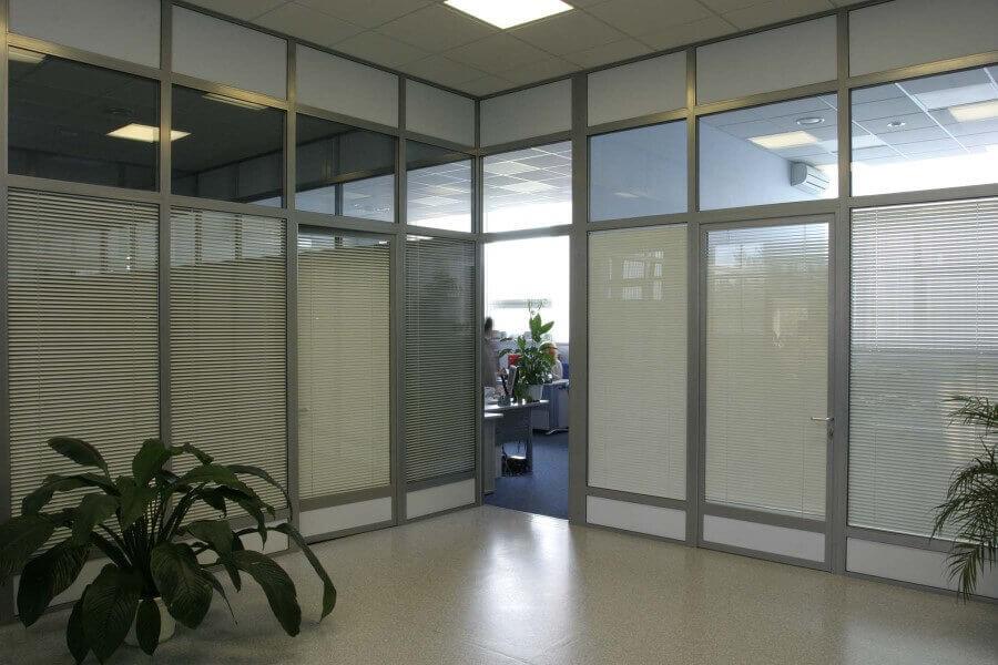 Разграничить грамотно пространство помогут офисные перегородки