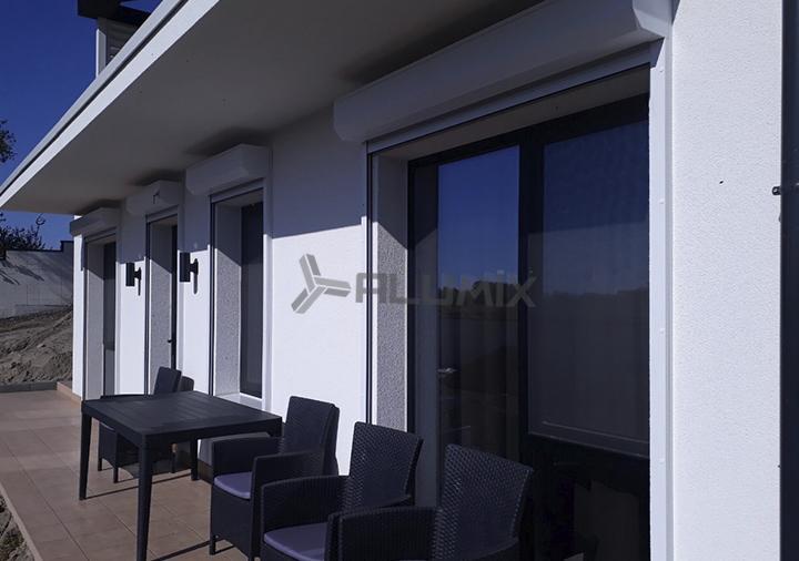Защитные роллеты на окна и двери