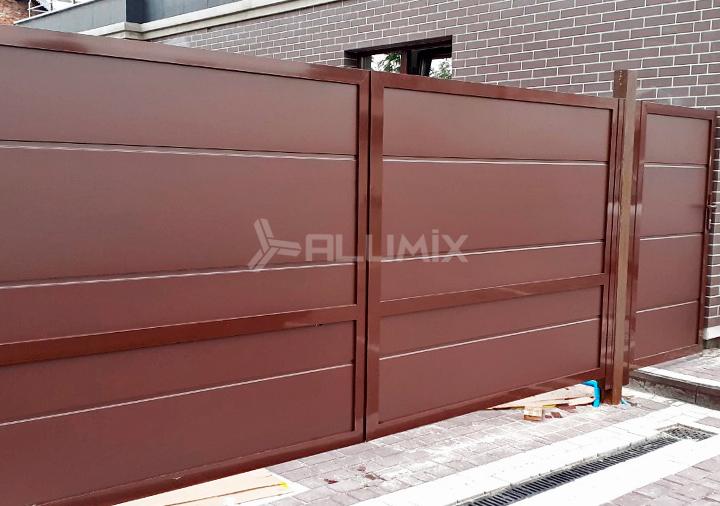 Распашные ворота с автоматикой и калитка для частного клиента