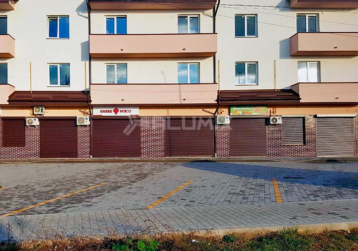 Роллеты для коммерческих помещений на первом этаже многоквартирного дома, Львовская область 1