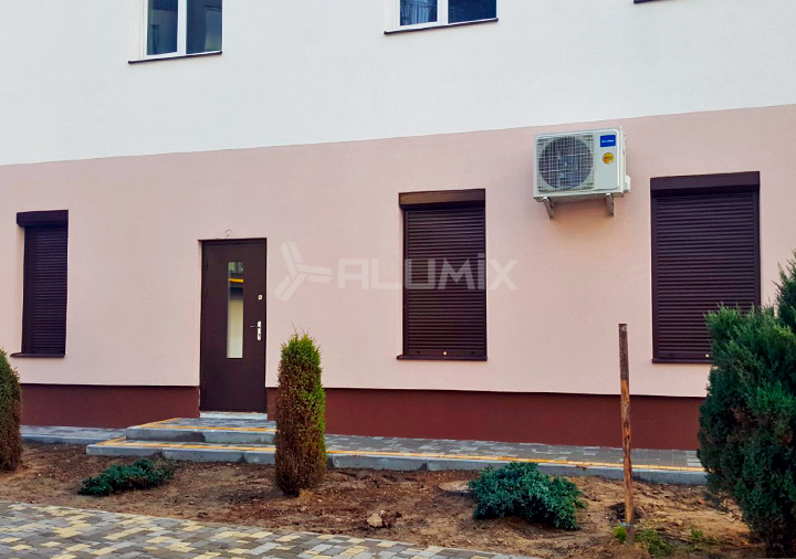 Роллеты для коммерческих помещений на первом этаже многоквартирного дома, Львовская область 2