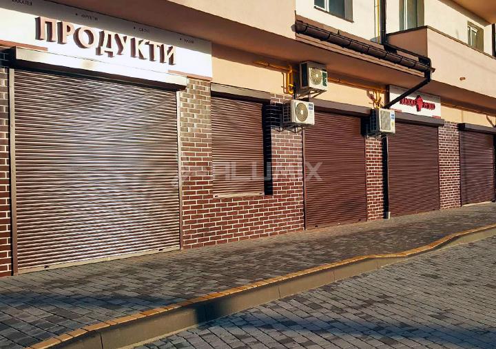 Роллеты для коммерческих помещений на первом этаже многоквартирного дома, Львовская область 3