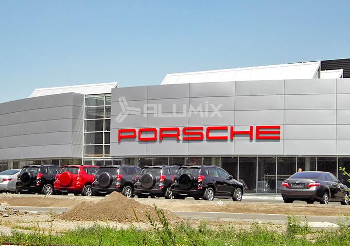 Фасадное остекление автосалона Porsche