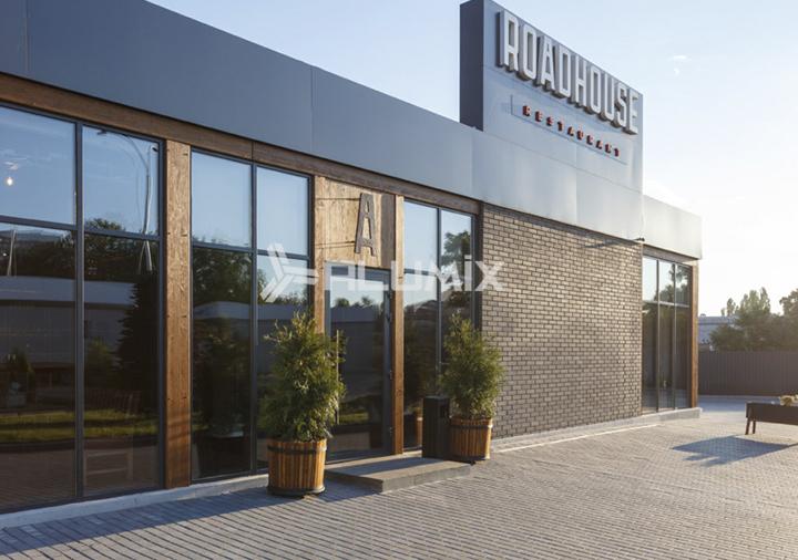 """Фасадне скління для ресторану """"Roadhouse"""""""