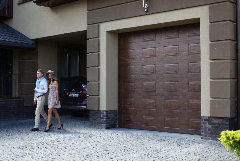 Филенчатые ворота от Alumix – гаражные, въездные откатные и распашные